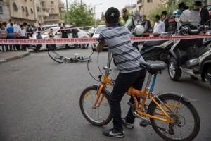 Police is at the scene where a public bus hit a young boy while he was riding his bicycle at Shmuel HaNavi Street in Jerusalem on April 10, 2016, the boy was declared dead in the trauma room. Photo by Yonatan Sindel/Flash90 *** Local Caption *** úàåðú ãøëéí éìã àåôðééí úìîéãéí ùîåàì äðáéà àåèåáåñ