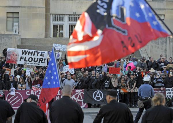 """מצעד נאו נאצים במיזורי, ארה""""ב, צילום: רויטרס"""
