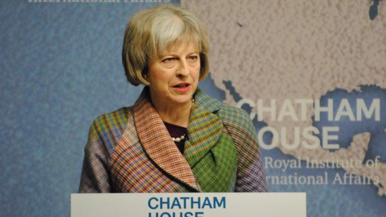 """Theresa May, il Primo Ministro britannico, ha promesso di fare un """"passo in avanti nello sradicare l'antisemitismo"""". Credit: Chatam House"""