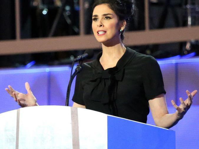 Sarah Silverman presso il DNC nel luglio 2016Ali Shakar / VOA, Wikimedia