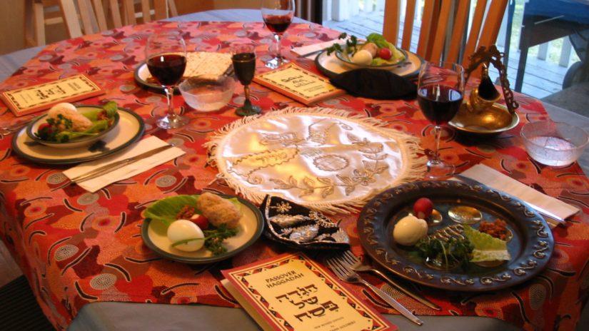 Una tavola del Seder di Pesach Credit: Sconosciuto